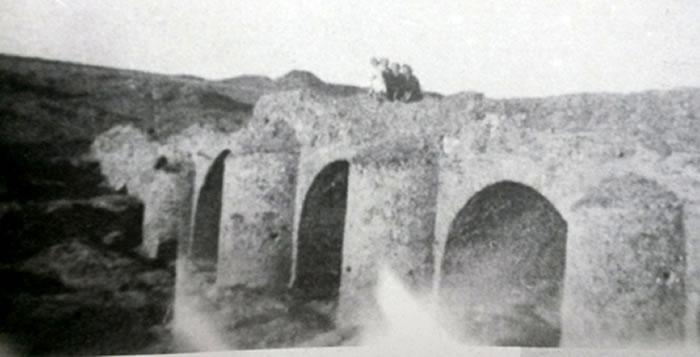 Puente romano años 40 siglo pasasdo